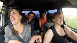 rires-sophika-voiture
